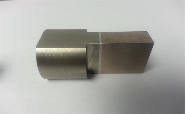 使用線性摩擦焊機焊接后的異種金屬件